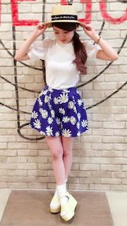 10花柄のキュロット×パフ袖Tシャツ×厚底サンダル