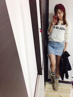 5白ニット・セーター×デニムタイトスカート×黒シャツ (2)