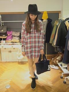 7チェックシャツ×クラシカルハット×スリッポン