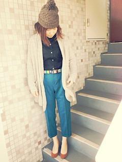 4黒シャツ×ロングカーディガン×青パンツ