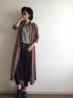 2ロングシャツ×ボーダーTシャツ×黒パンツ