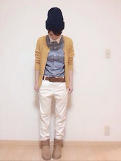 1黄色のカーディガン×ギンガムチェックシャツ×白デニム