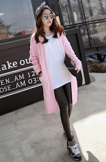 4ピンクのカーディガン×白Tシャツ×黒レギンス