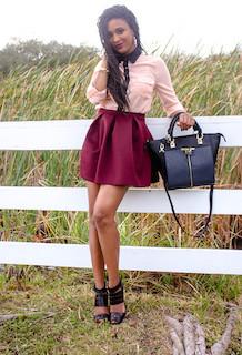 6ピンクのシャツ×ミニフレアスカート×アンクルトップサンダル