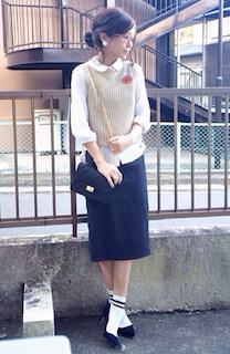 4秋の白シャツ×ベスト×タイトスカート