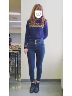 9ネイビーニットセーター×デニムパンツ×ショートブーツ