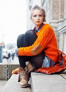 6ティンバーランドのブーツ×オレンジ色のセーター×レギパン