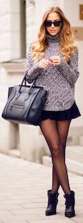 3黒のショートブーツ×ニットセーター×ミニスカート