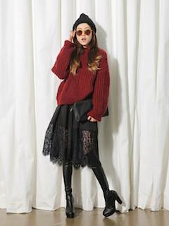 4黒のニーハイブーツ×赤ニットセーター×レーススカート