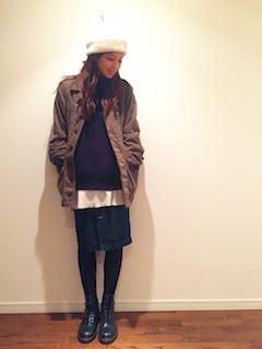 9ネイビーのショートブーツ×ハーフコート×デニムタイトスカート