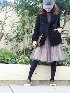 7黒のPコート×チュールスカート×キャップ