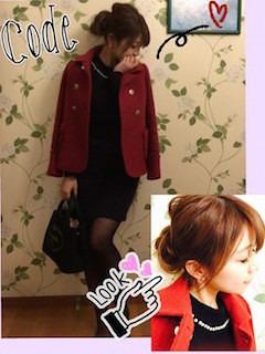 赤のPコート×黒のワンピース