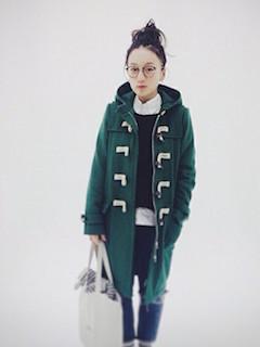 9緑のダッフルコート×シャツ×ジーンズ