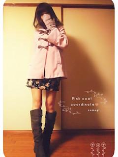 8ピンクのダッフルコート×花柄ミニスカート×ロングブーツ