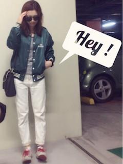 7緑のスタジャン×ボーダーTシャツ×白デニムパンツ