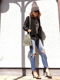 6黒のスタジャン×ニット帽子×ジーンズ