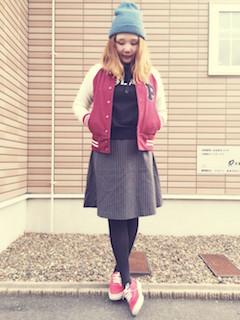 1赤のスタジャン×トレーナー×Aラインスカート