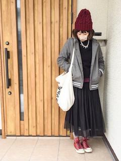 8グレーのスタジャン×黒ニット×チュールロングスカート