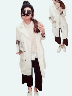 6白のスプリングコート×白ニット×ワイドパンツ