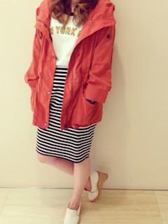 5赤のマウンテンパーカー×トレーナー×ボーダースカート