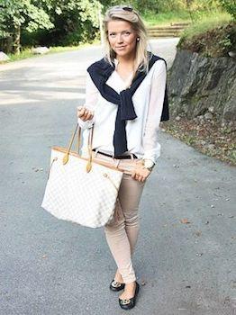 白シャツとチノパンに合うバッグとアクセサリー