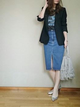 6黒のサマージャケット×プリントTシャツ×デニムスカート