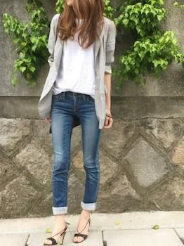 10グレーのサマージャケット×白Tシャツ×ジーンズ