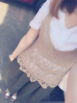 5 VネックTシャツ×レースベスト×ガウチョパンツ