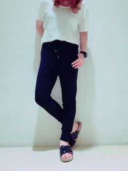 5 guのジョガーパンツ×白Tシャツ