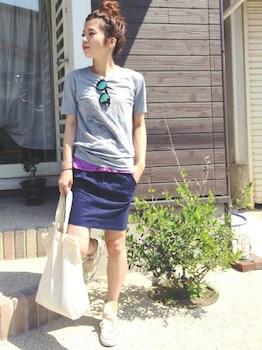 6 UネックTシャツ×カラーTシャツ×タイトスカート