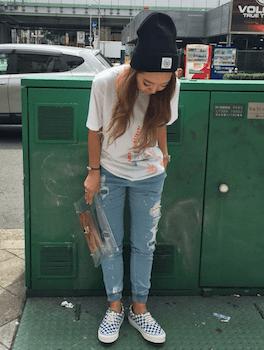 プリントTシャツ×サマーニット帽子