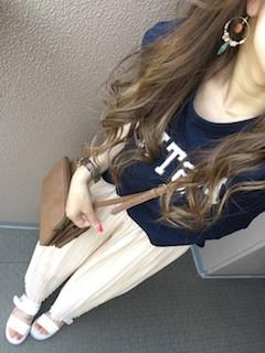 11白のスカンツ×プリントTシャツ