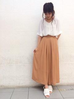 8スカーチョ×ドルマンTシャツ×白サンダル