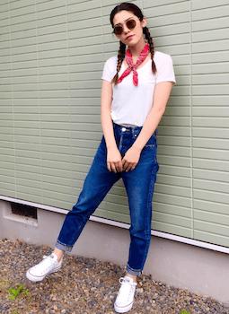 7首のバンダナやスカーフ×白Tシャツ×ジーンズ