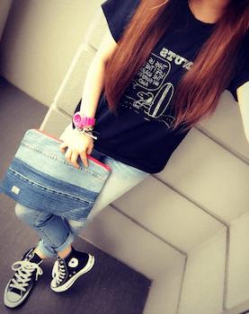 7キャラTシャツ×ジーンズ×スニーカー