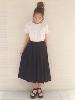 6黒のスカーチョ×白のコットントップス