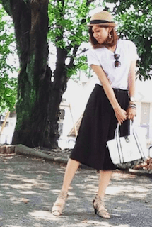 2ユニクロのスカーチョ×白Tシャツ×麦わら帽子