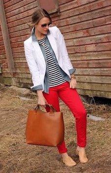 1赤のスキニーパンツ×ボーダーT×白ジャケット