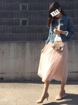 12ピンクのプリーツスカート×白Tシャツ×Gジャン