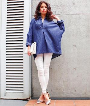 14スキッパーシャツ×白スキニーパンツ×ハイヒール