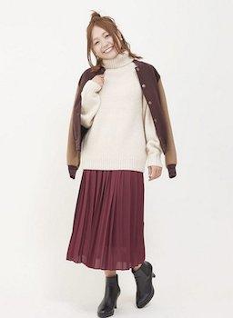 6赤のプリーツスカート×タートルセーター×スタジャン