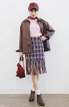 4コーチジャケット×ピンク色のニット×チェック柄スカート