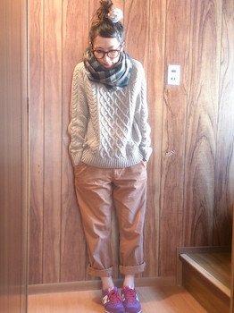 3ニューバランススニーカー×ケーブル編みセーター×カラーパンツ