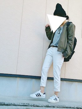 2 guのスキニーパンツ×MA1×ゆるTシャツ