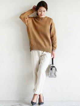 チノパンツ×ざっくりセーター