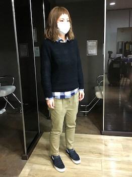 チノパン×黒ニット×ネルシャツ