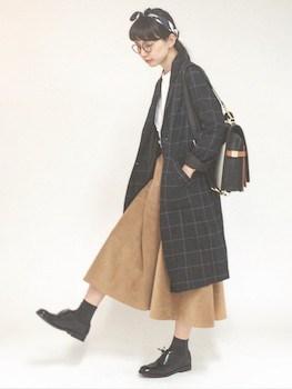 ロングスエードスカート×チェスターコート×革靴