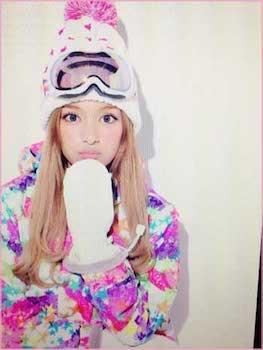 スノーボードウェア×ニット帽