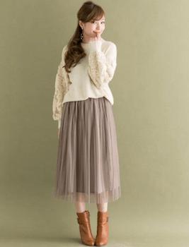 刺繍入りニット×チュールロングスカート×ショートブーツ