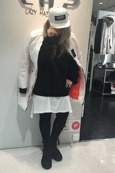 ロングMA1×セーター×白ロングTシャツ